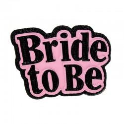 Lánybúcsús kitűző Bride to be felirattal